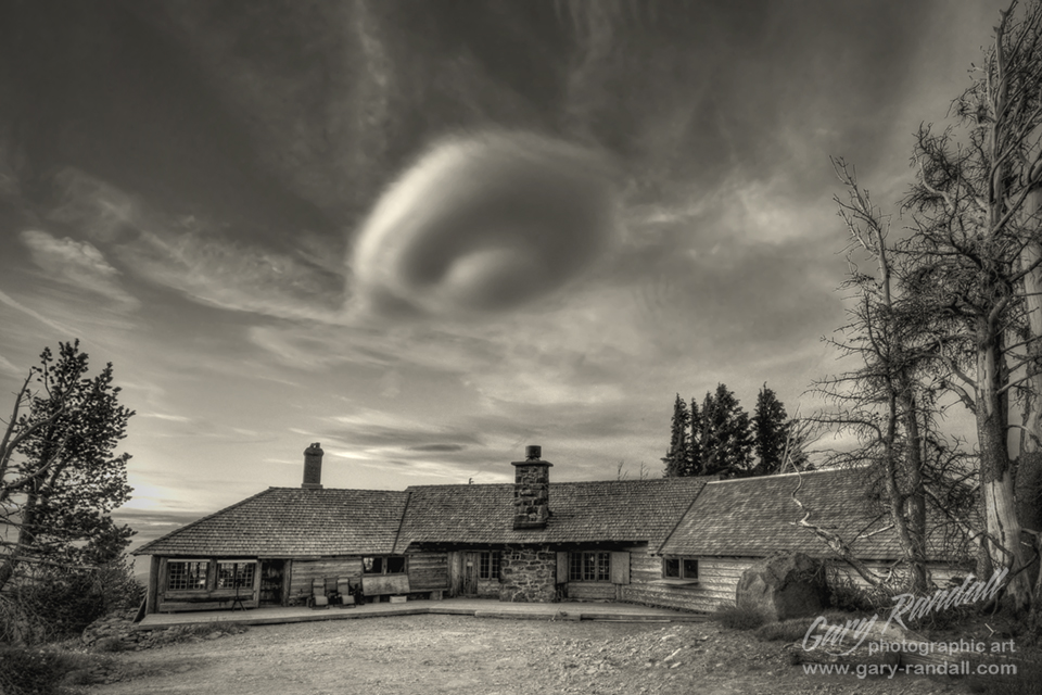 A Lenticular Cloud over Cloud Cap Inn